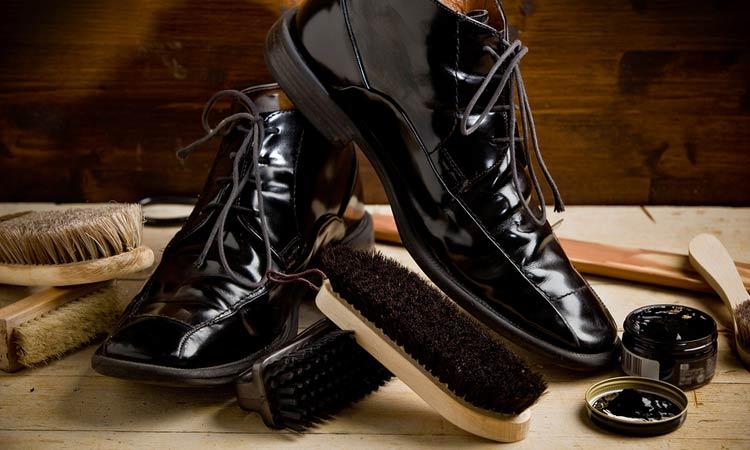 c0ed6a0eb Aprenda a limpar e engraxar seus sapatos