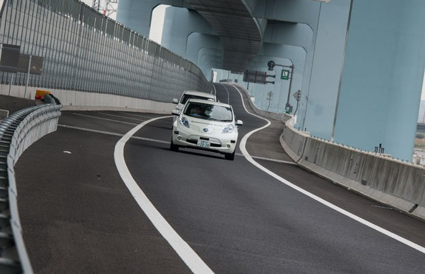 Nissan-Leaf-sem-motorista