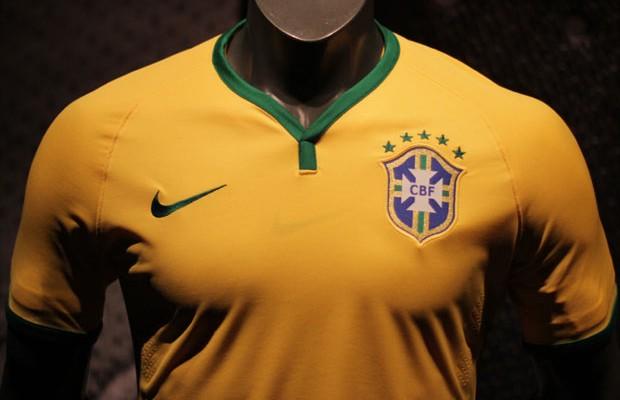 Nike apresenta a camisa da Seleção para a Copa do Mundo de 2014 ... fcc6c43969e22