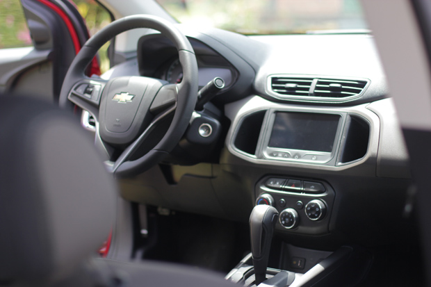 Novo-Chevrolet-Prisma-2014-15