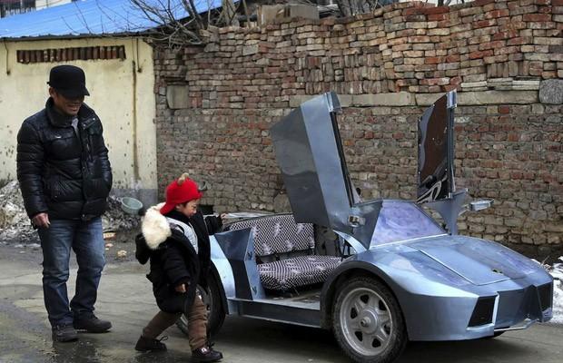 Vovô constrói Lamborghini