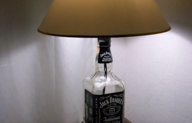 Garrafa de Bebida virando Decoracão