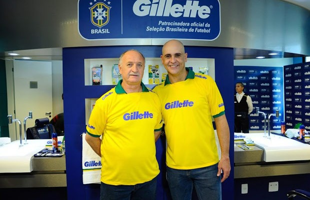 Felipão e Marcos se encontram na barbearia da Gillette na Granja Comary
