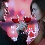 Casal Bebendo Vinho