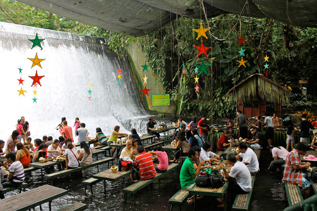 Waterfall-Restaurant