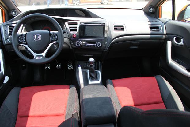 Honda-Civic-Coupe-Si-interior