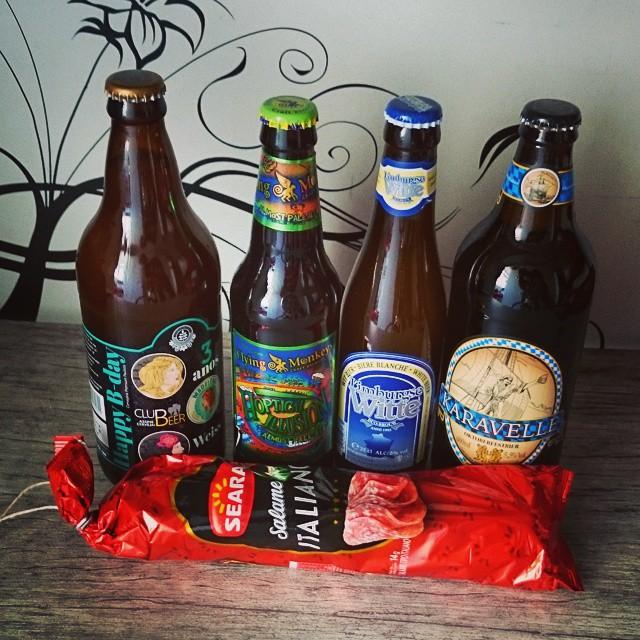 Opa! Chegou kit da #Seara com salame e cervejas especiais pra gente assistir um futebolzinho hoje.