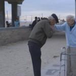 70 anos depois, sobrevivente do holocausto reencontra soldado que o libertou.