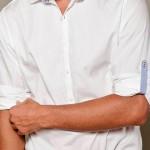 Aprenda a dobrar a manga da camisa em 3 passos
