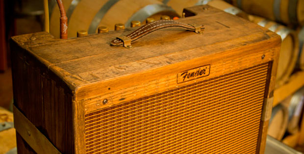 Fender-Amplificador-Barril-de-whiskey-3