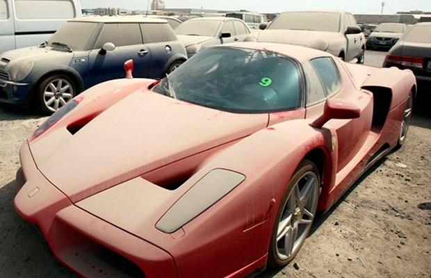 Carros de luxo abandonados viram problemão em Dubai