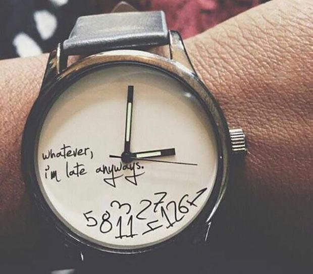 relógio atrasado