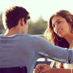 casal-conversando-