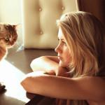 Maria Anohina e seu gatinho