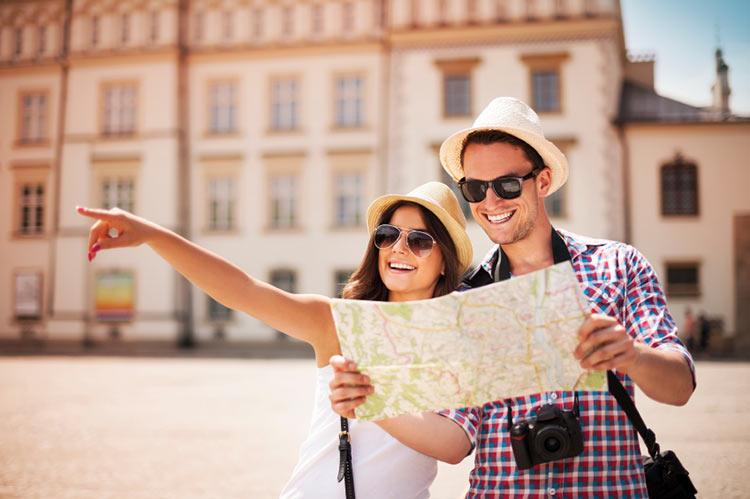 casal viajando