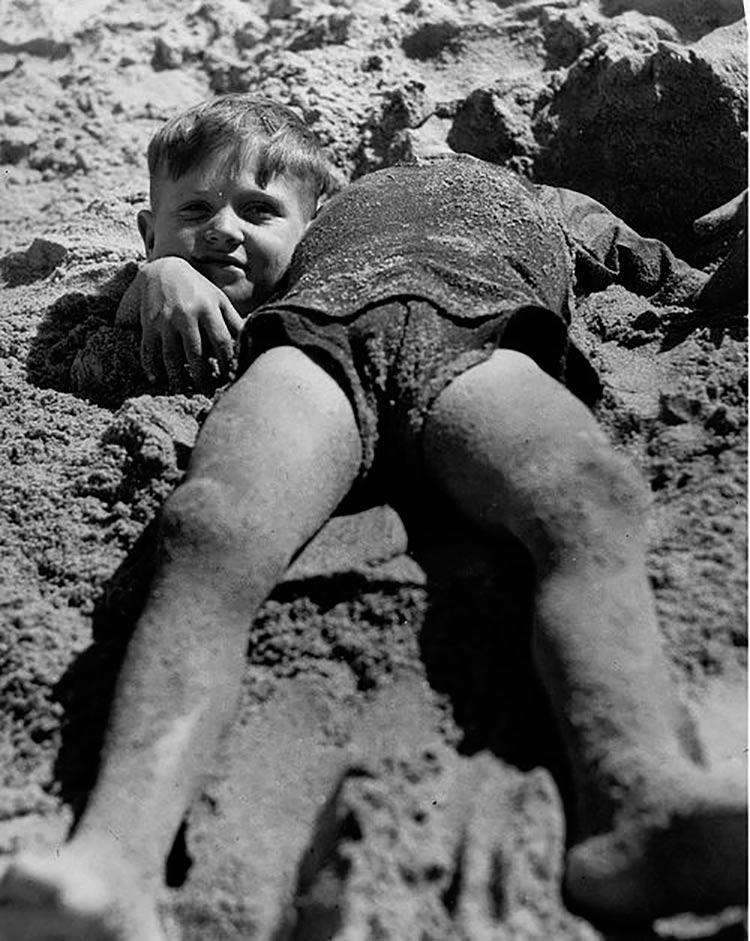 crianca-enterrada