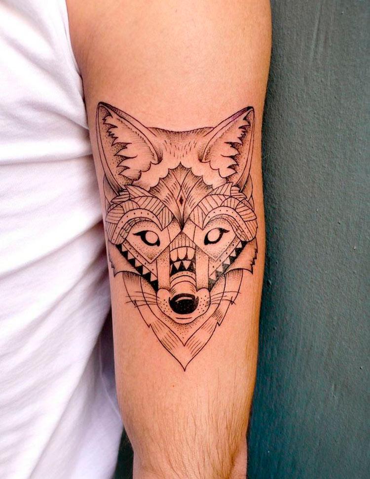 tatuagem-geometrica-lobo-preta