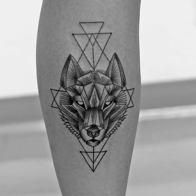 tatuagem-lobo-preta-geometrica