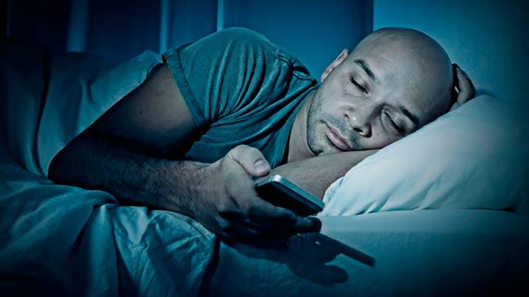 viciado-tecnologia-smartphone-dormindo