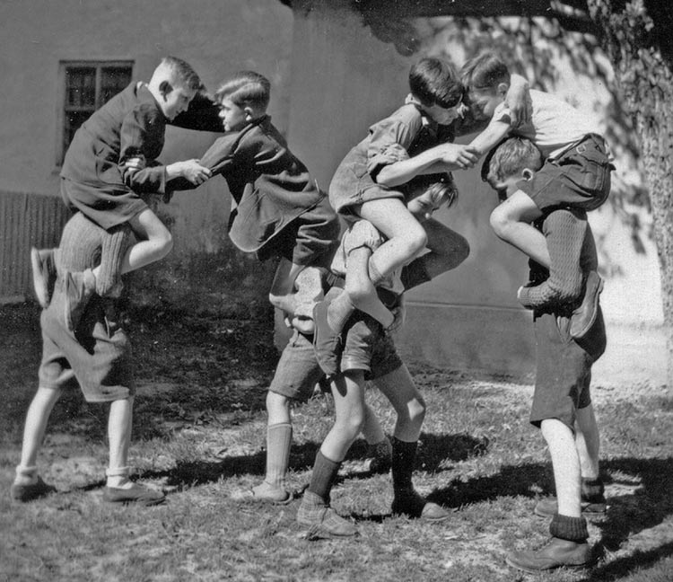 vintage-kids-playing-fight