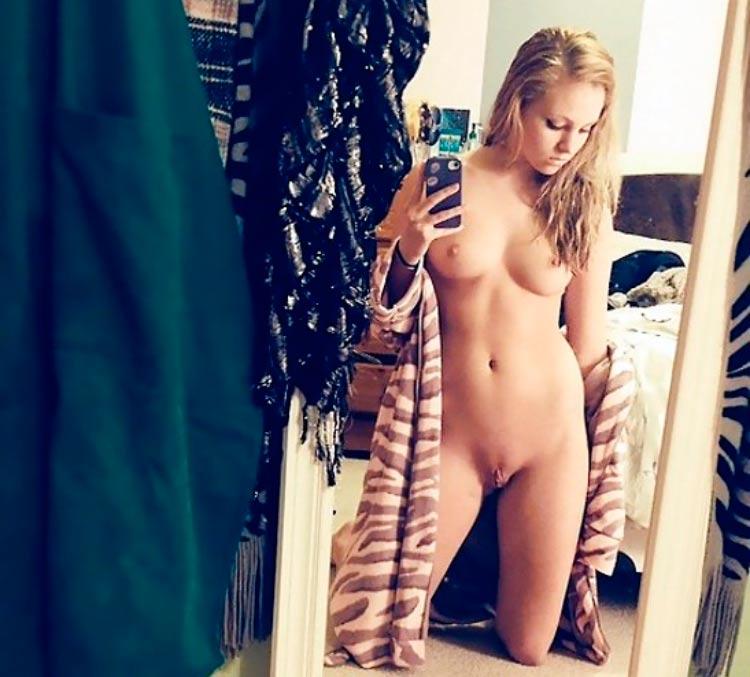 sexy-girl-blondie-nude-mirror