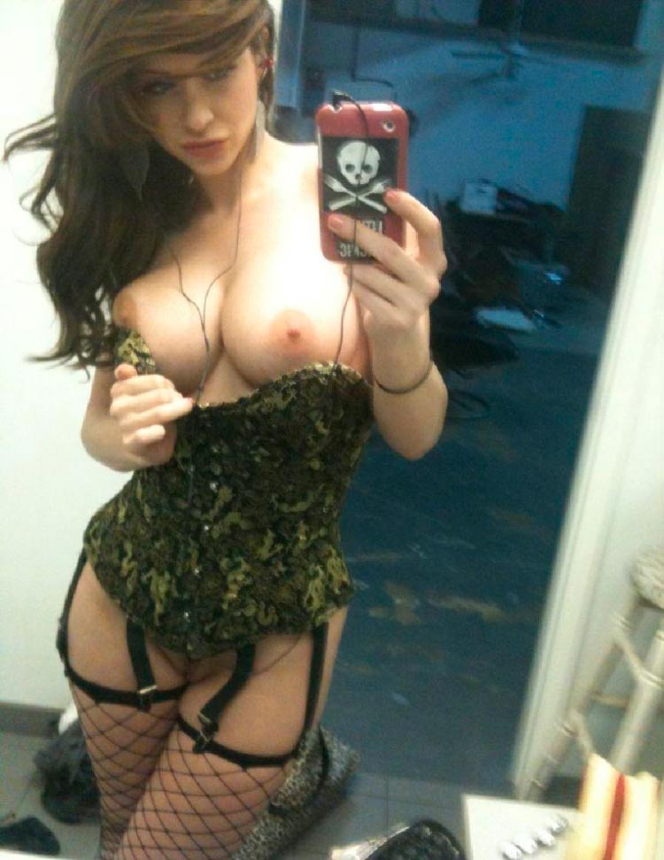 sexy-girl-nude-mirror