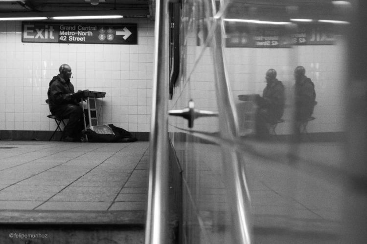 metro plays_sign