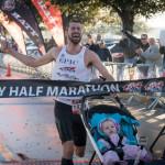 pai-vence-meia-maratona-carrinho-bebe