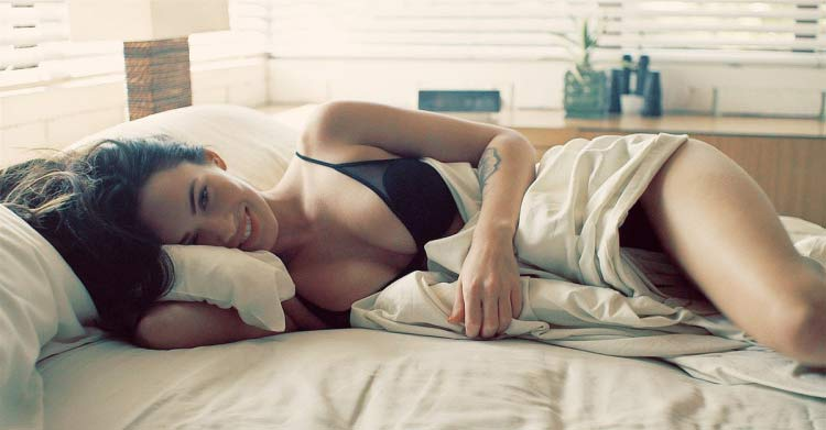 girl-bed-waking-up-sexy