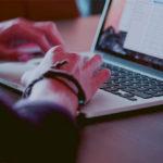 A procura online por vagas de emprego