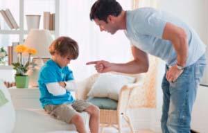 pai-brigando-crianca