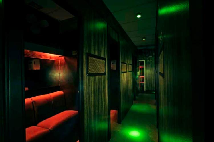 vogue-club-dark-room
