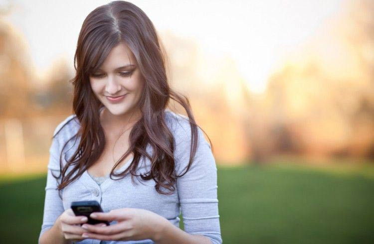 girl-on-smartphone