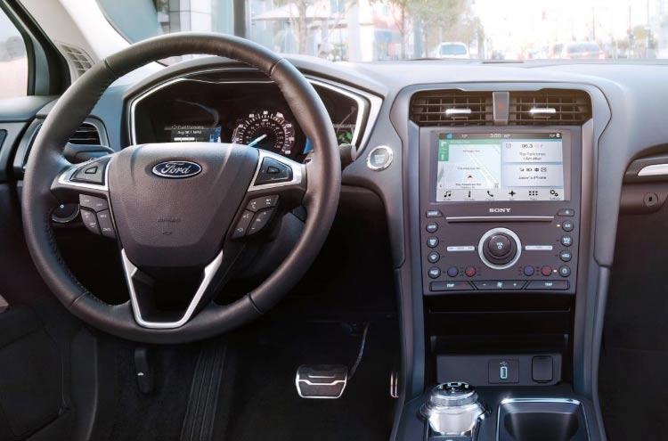 FordFusionHybrid2017-interior