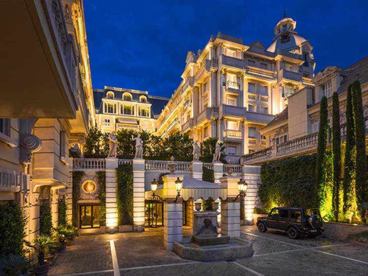 Facade-Hotel-Metropole-Mont