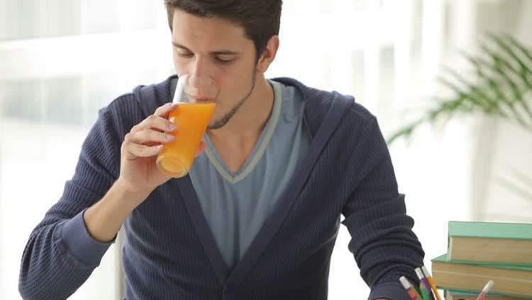 bebendo-suco