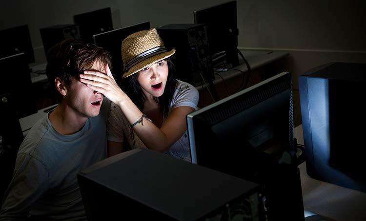 casal-assistindo