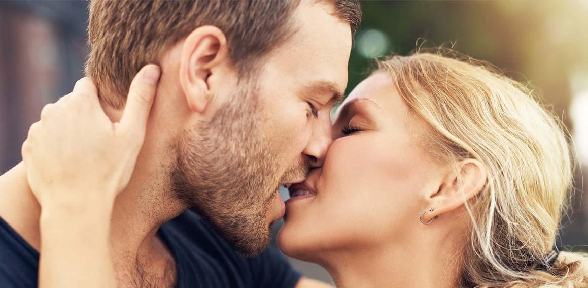 casal-beijando