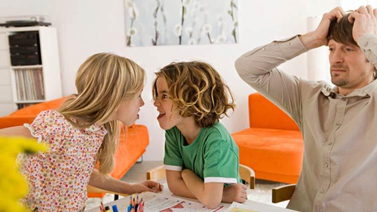 criancas-brigando