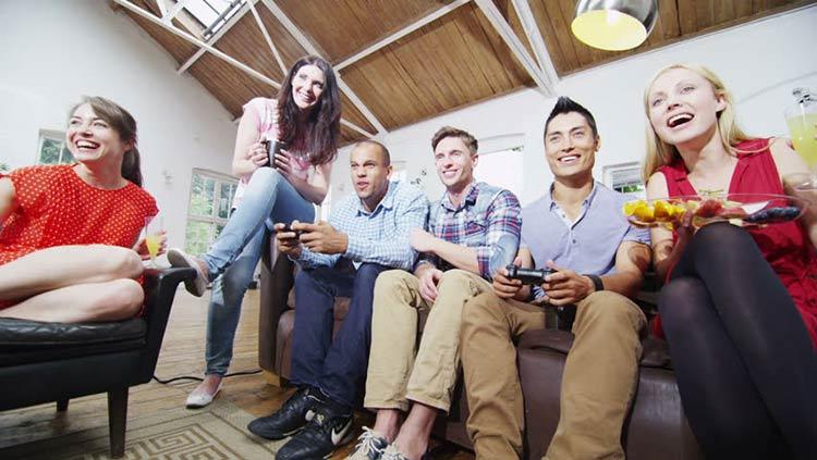 jogando-videogame-amigos