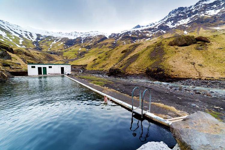 seljavallalaug-iceland-swimming-pool
