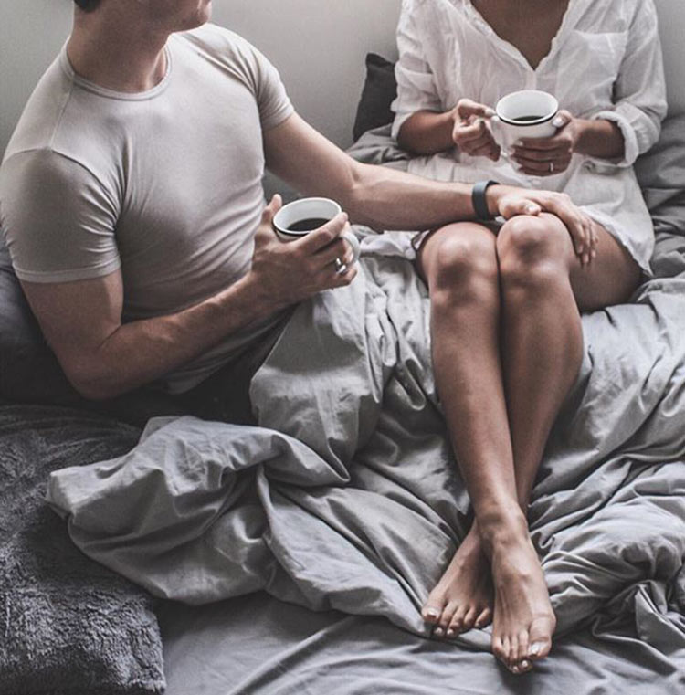couple-coffee-in-bed
