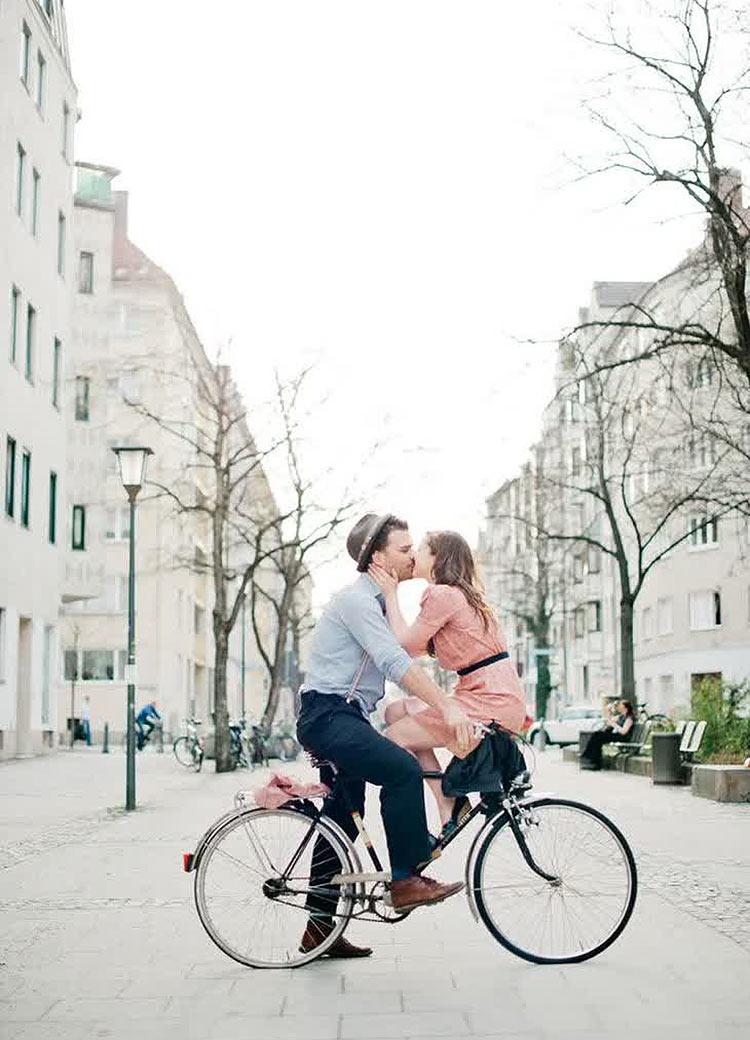 couple-photo-bike