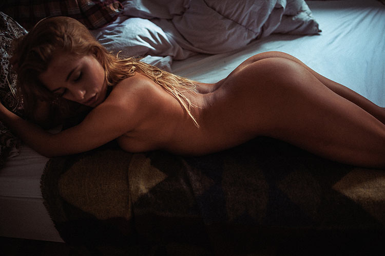 sexy-girl-in-bed