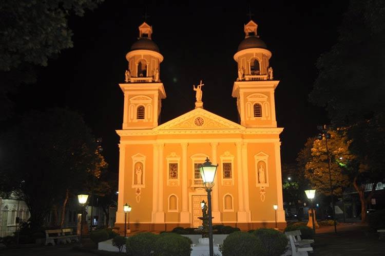 igreja-amparo-a-noite