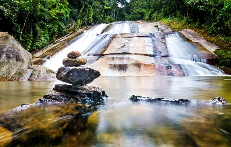 cachoeira-escorrega