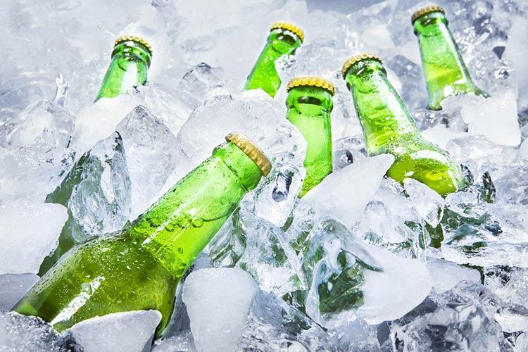 cerveja-gelada-no-gelo