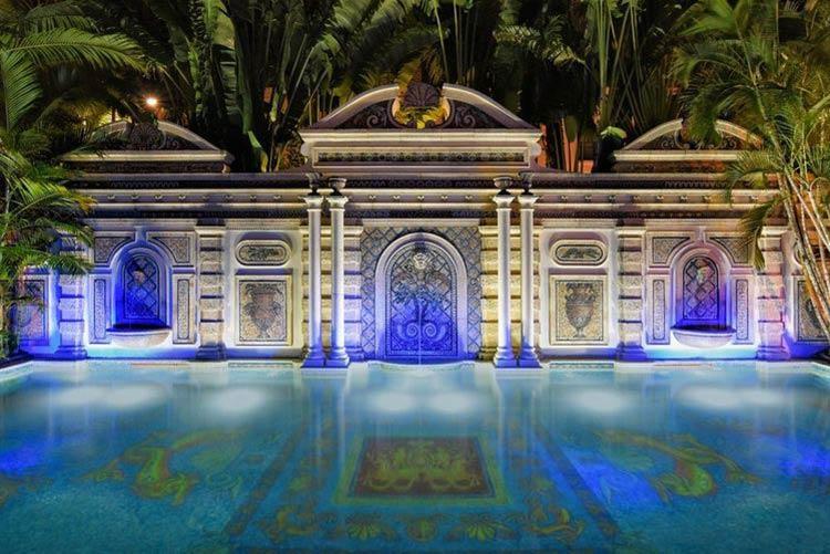piscina-versace-mansao