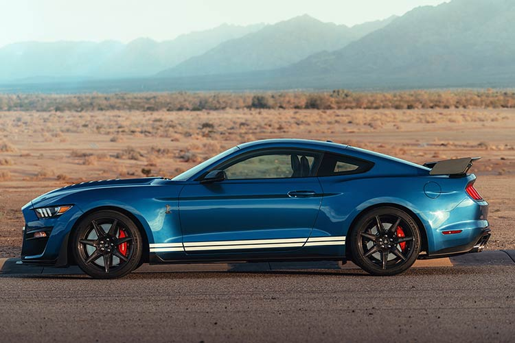 2020-Ford-Shelby-Mustang-GT500-2