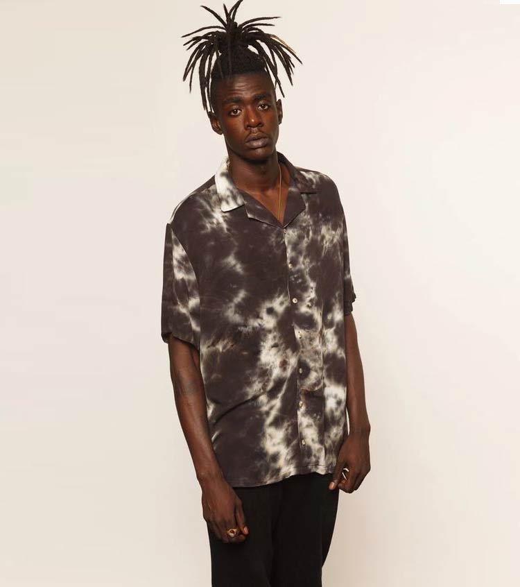 look-masculino-camisa-tie-dye